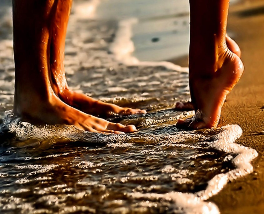 couple-love-beach-romance-hd-wallpapers-845x684